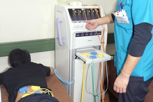 干渉電流型治療器